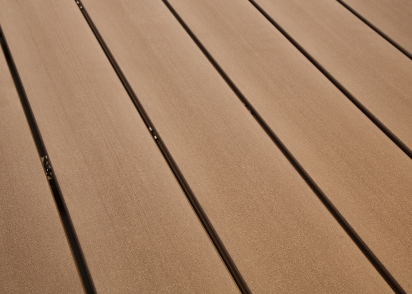 Bois Composite Teinte Brun Colorado Lisse Fixation Invisible Lisse