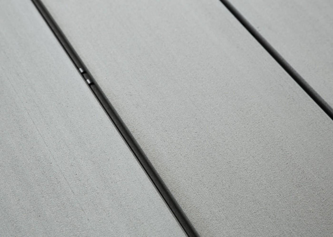 Lame de terrasse en bois composite, teinte gris iroise lisse