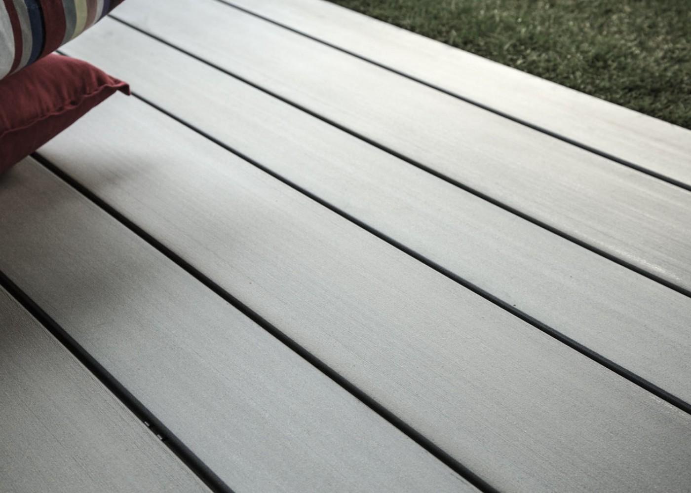 Lame De Terrasse En Bois Composite, Teinte Gris Iroise, Profil Lisse,  Rainuré Ou