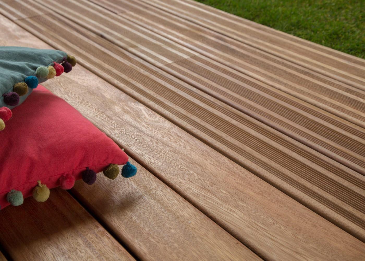 Elondo choix courant fixation invisible 1 face lisse - rainure et languette en bout - (longueurs 30 % de 800 à 1500 mm et 70 % +de 1600mm) long. max 2400mm