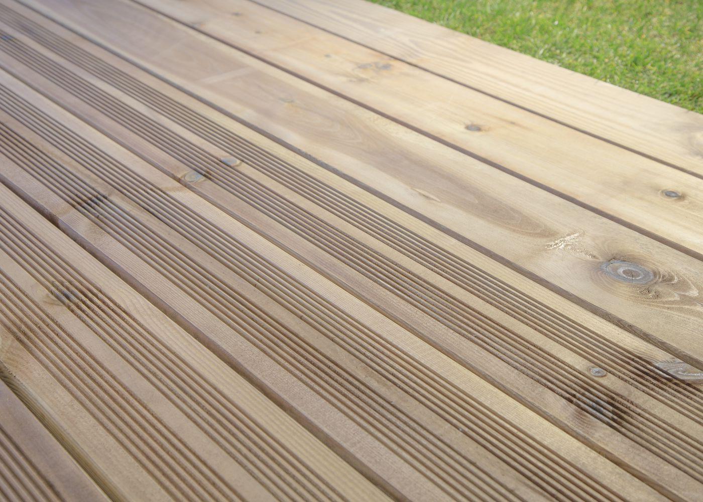 Pin Sylvestre Choix Courant Traitement Autoclave Vert Fixation à Visser 1 Face Lisse / 1 Face Antidérapante Profil Peigné - 27/145/3000 27x145x3000