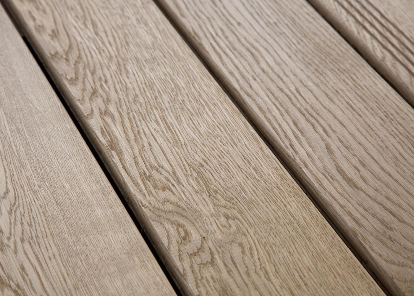 Lame Terrasse Chêne Massif Fixation Invisible ou à Visser 1 Face Lisse / 1 Face Antidérapante Profil Peigné - Ep:21mm 21x120
