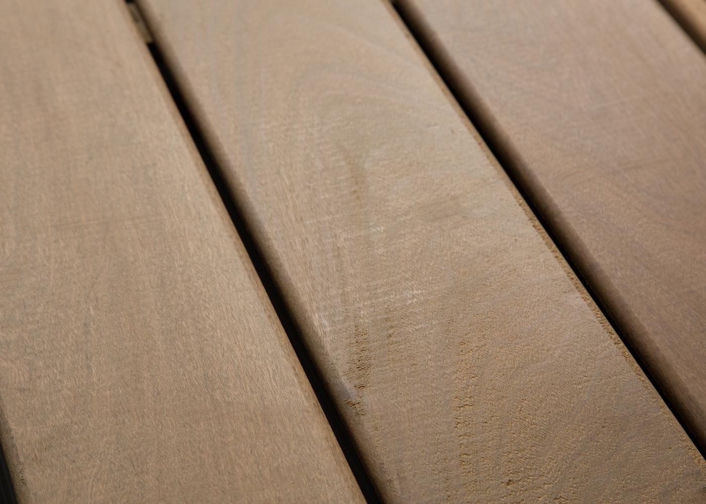 Lame de terrasse en Ipé choix courant rives arrondies fixation à visser 2 faces lisses 19x140x2750