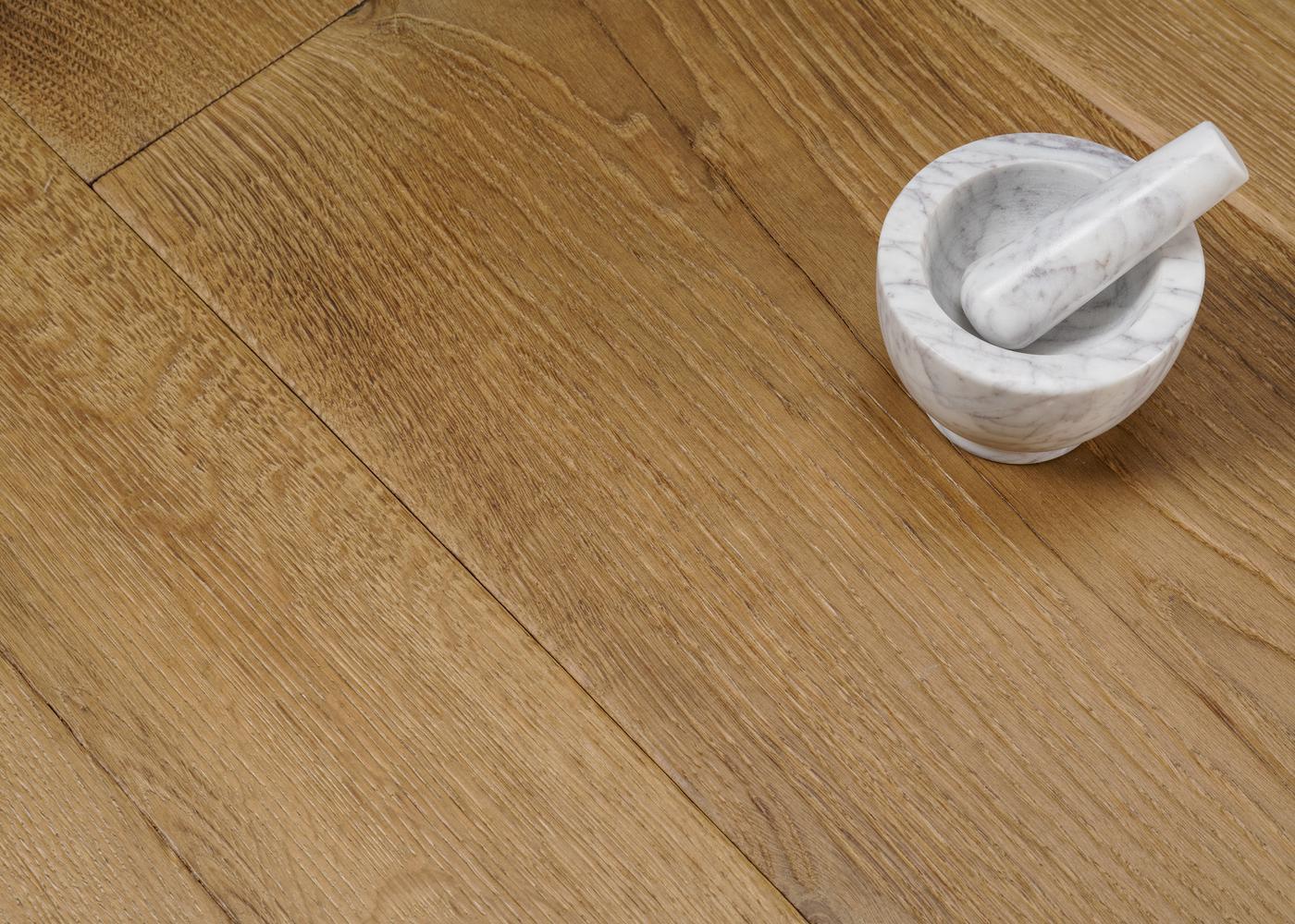 Parquet chêne contrecollé LIVERPOOL huile aqua usé brossé huile aqua 20-22x140/180/220x1800-2700