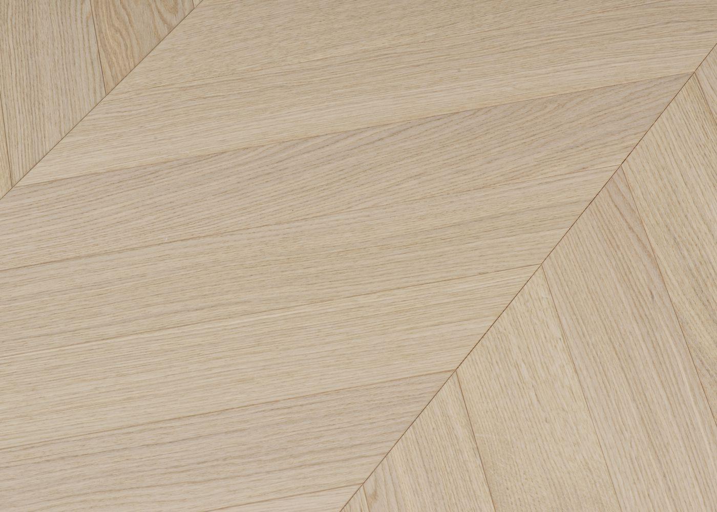 Parquet chêne contrecollé TURIN Point de Hongrie brossé vernis mat Select support HDF angle 45° 10x92x600