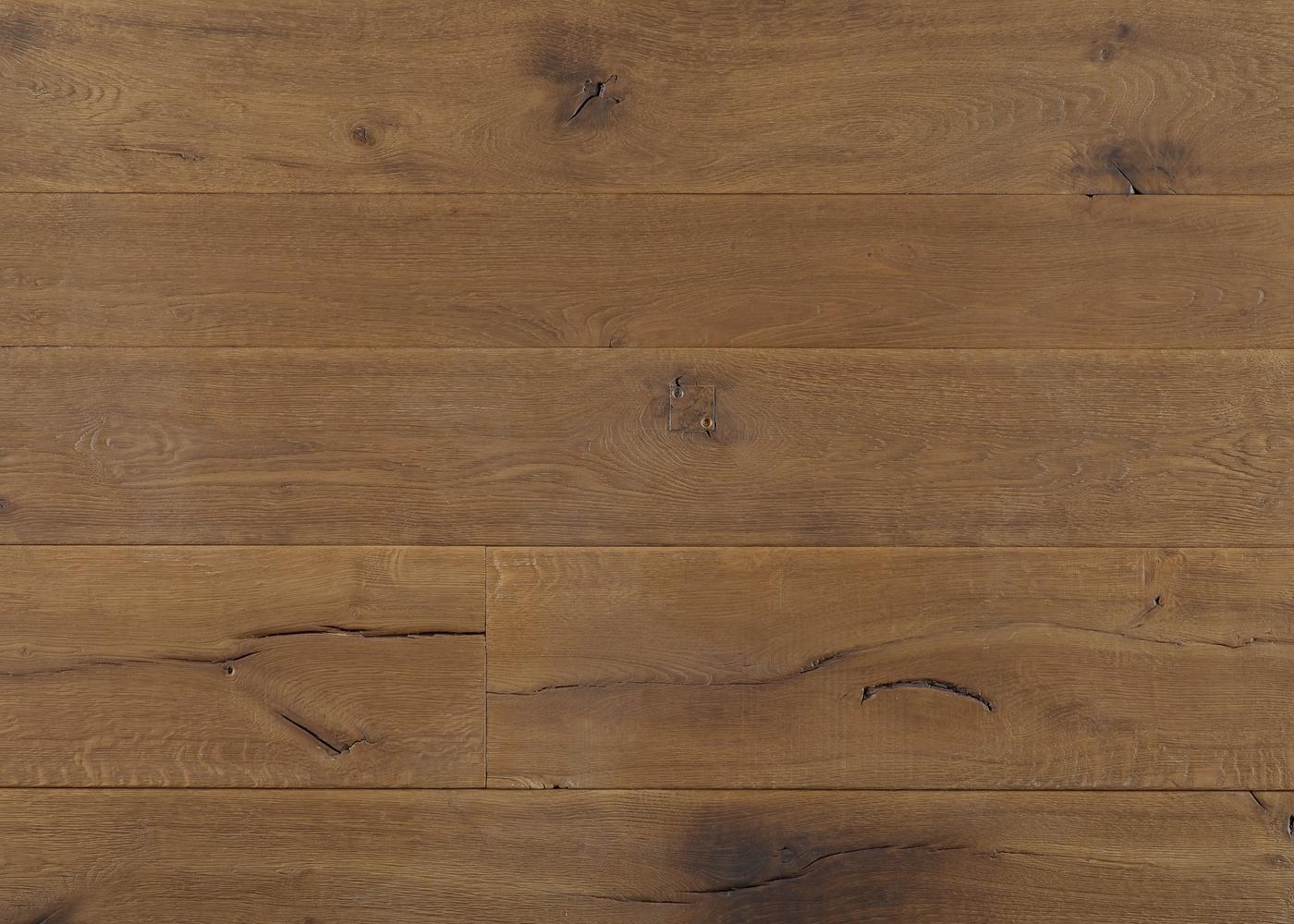 Parquet chêne massif BELFAST brossé intense usé déformé pré-huilé aqua +-21x140-220x1800-2700