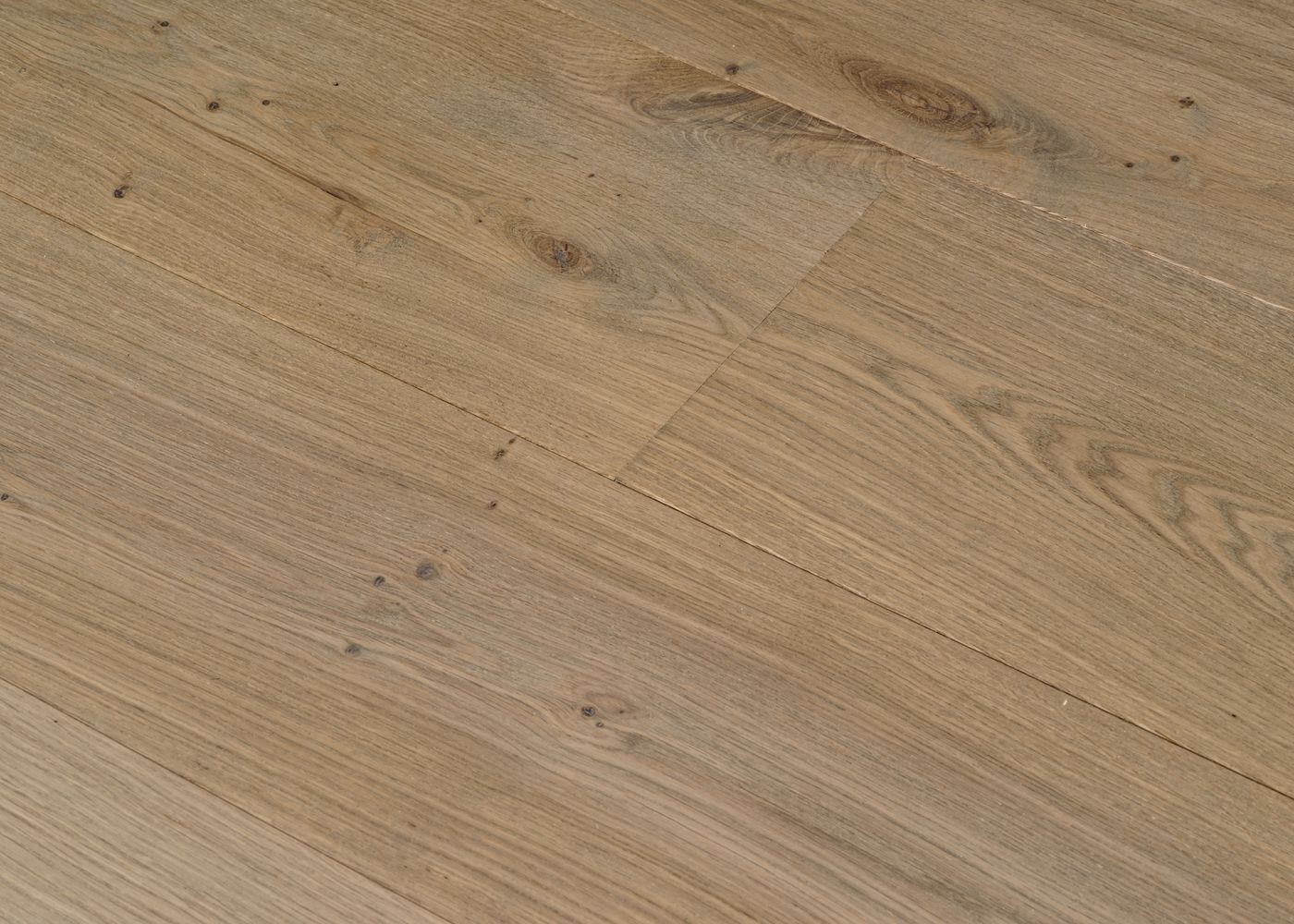 Parquet chêne massif TAUPE noeuds ouverts Matière noeuds ouverts huile cire 20x160/180/200x400-2400