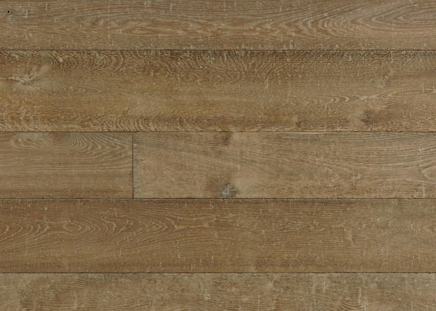 Lot 80 - Parquet massif chêne vieilli tons bruns clairs - finition huile aqua - Epaisseur: 20mm - Largeur panachées : 140/180/220mm - Longueur: 1800 à 2700mm - PEFC - 40 m2