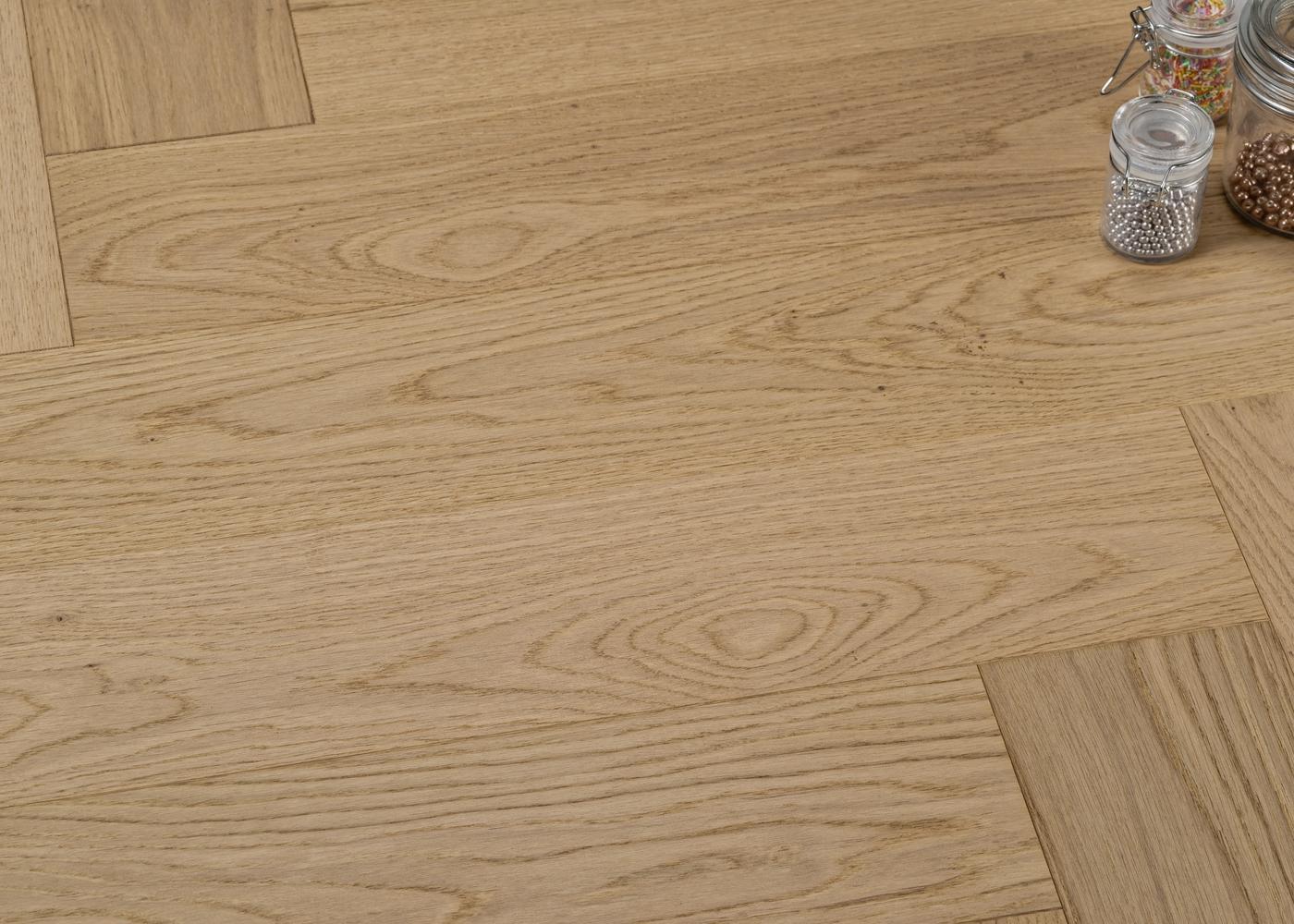 Parquet chêne contrecollé CÔME Bâton Rompu brossé vernis mat Select support HDF 10x92x610