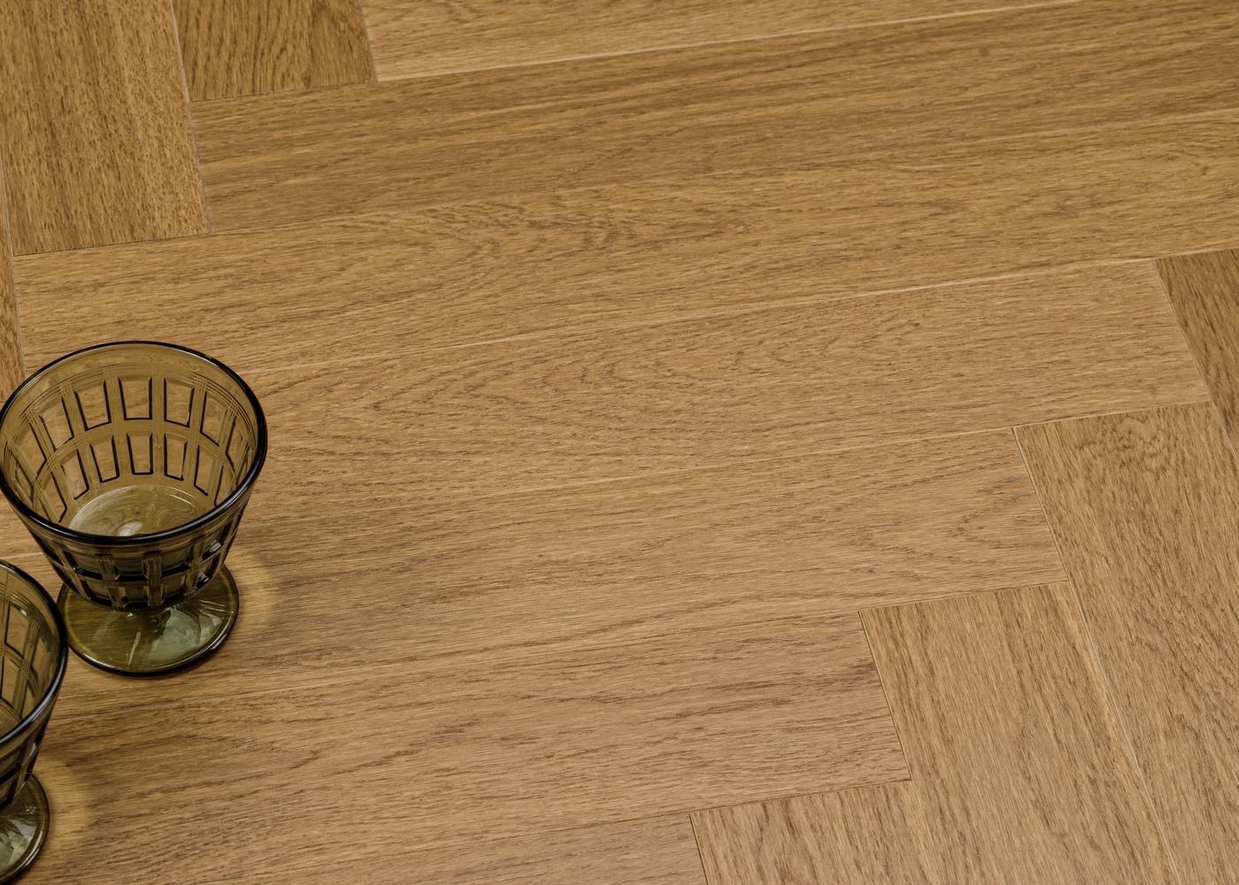 Parquet chêne contrecollé VIENNE Bâton Rompu brossé vernis mat Select support HDF 10x92x610