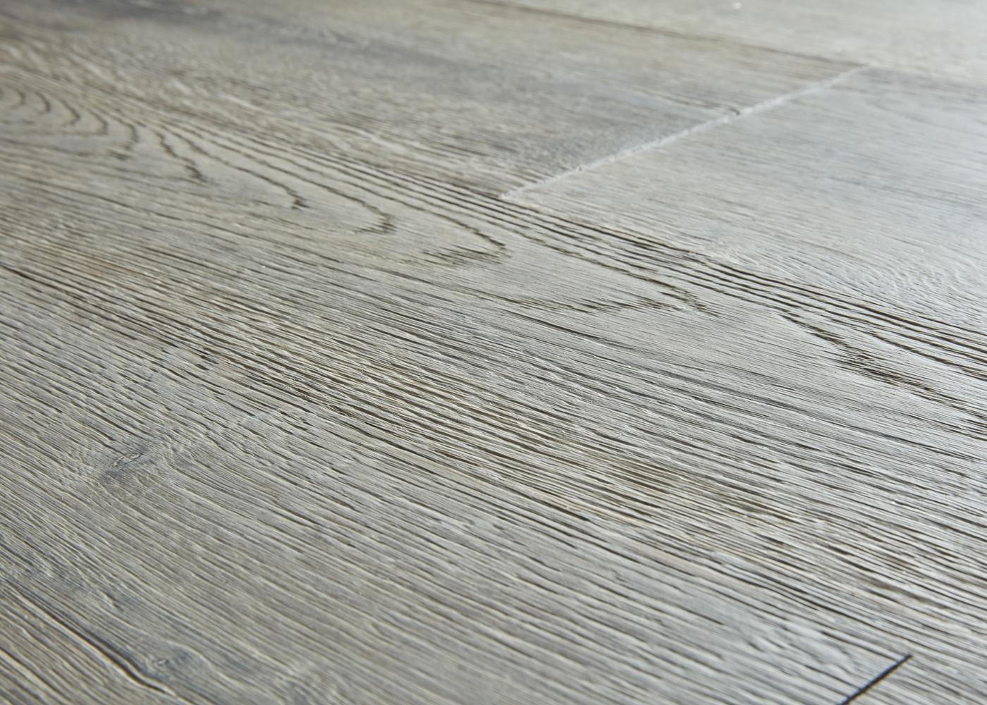 Lot 66 - Parquet chêne contrecollé brossé Gris Méral huile aqua - 50,20 m2