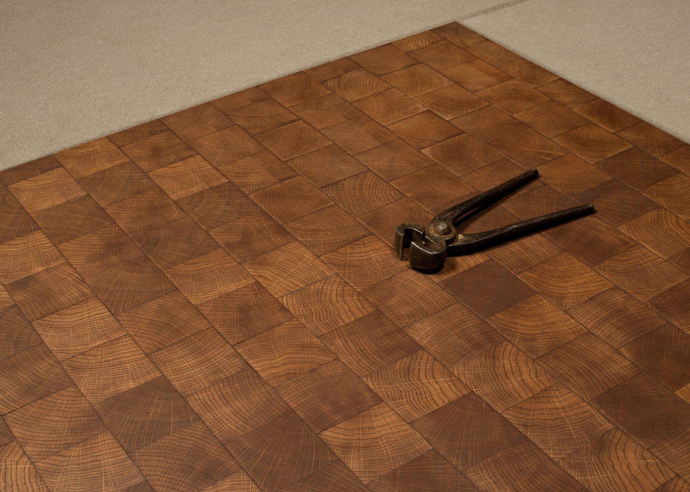 parquet massif pav ch ne bois de bout huile cire chocolat la parqueterie nouvelle. Black Bedroom Furniture Sets. Home Design Ideas