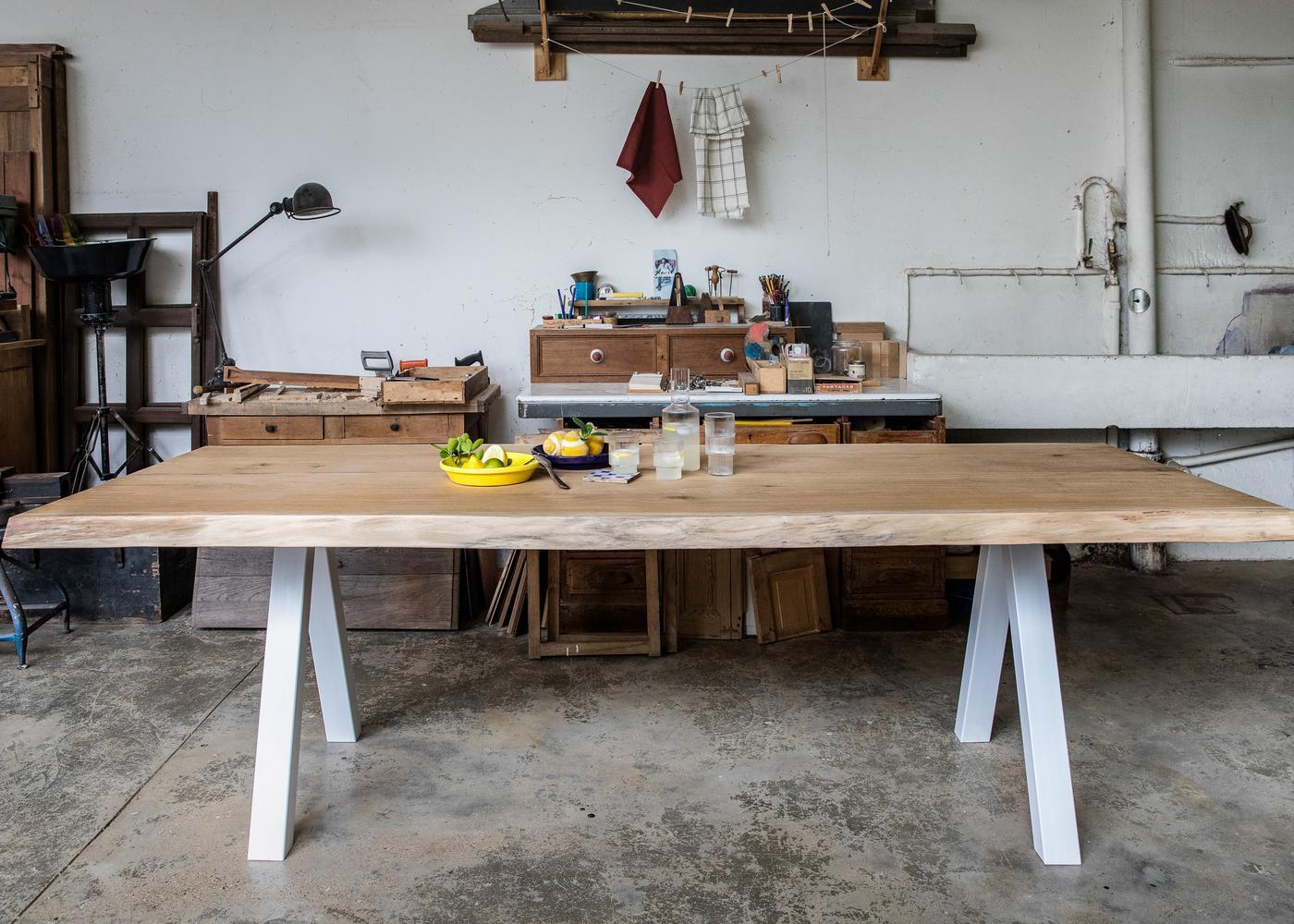 Plateau de table ALABAMA à chants flâcheux rabotés - fabrication à partir de chêne avec noeuds - finition brut - collage de 100 à 200mm -tolerance de +/- 10% en largeur - (présence de nœuds, gerces et autres singularités du bois) - PEFC