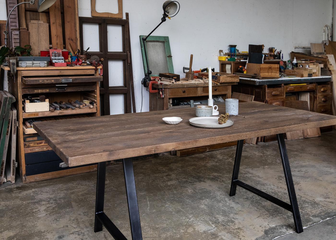 Plateau de table CARDIFF à partir d'anciens madriers chêne foncé brut
