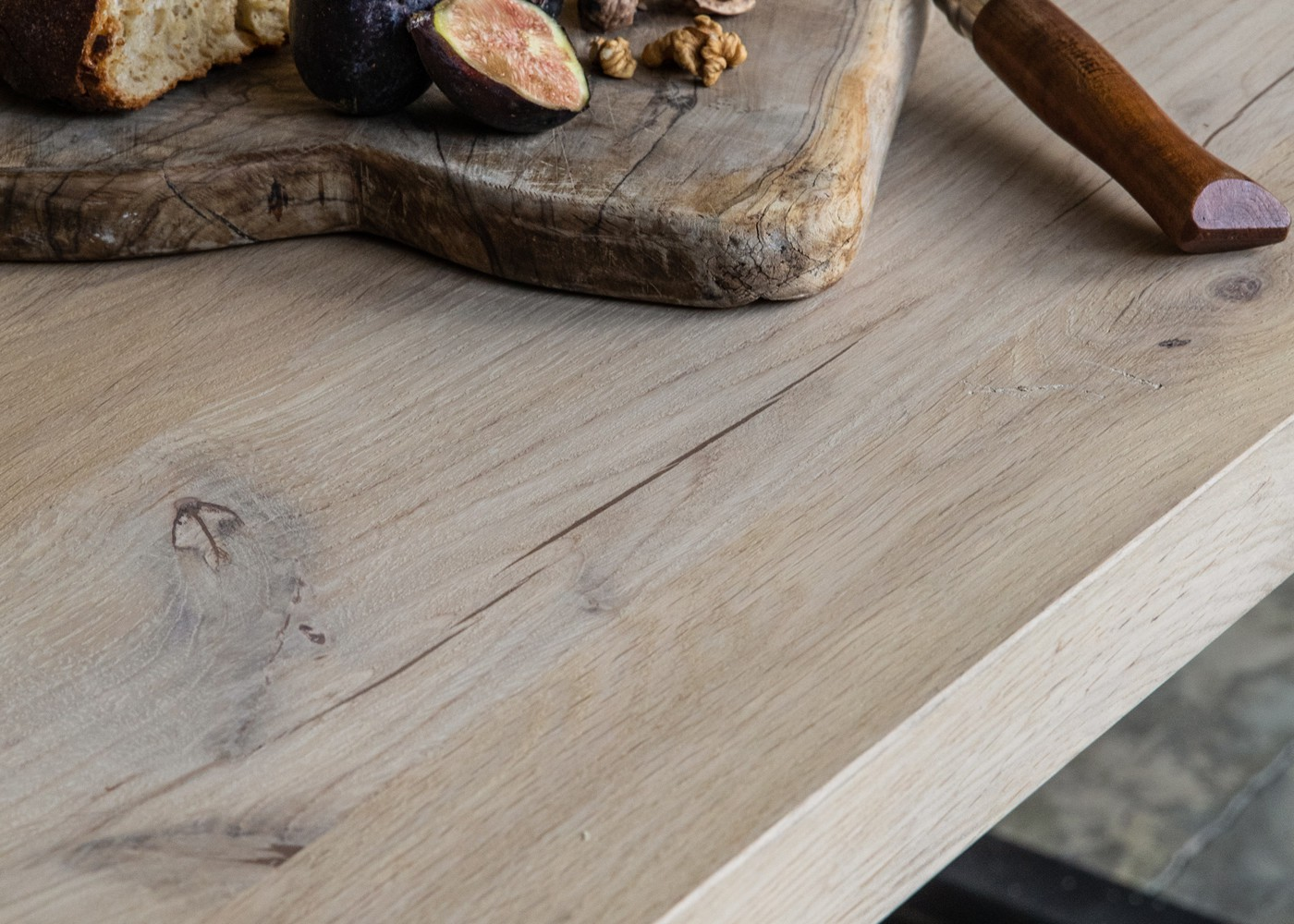 Plateau de table PORTLAND à chants droits - fabrication à partir de chêne avec noeuds - finition brut - collage de 100 à 200mm - (présence de nœuds, gerces et autres singularités du bois) - PEFC