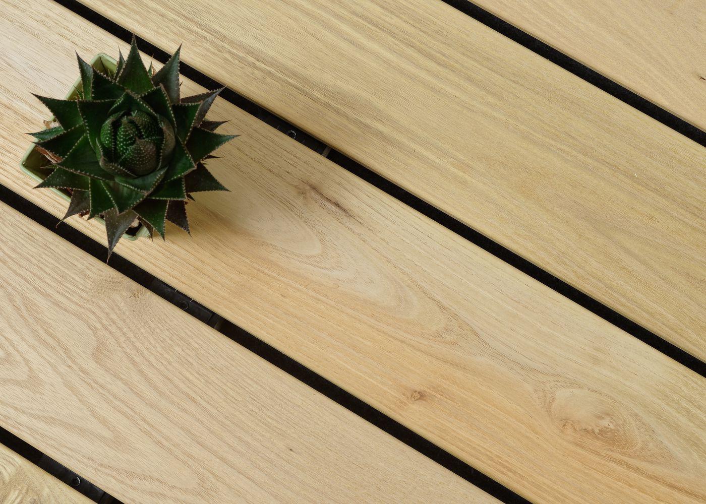 Lame de terrasse Acacia choix courant rives arrondies fixation à visser 1 face profil lisse ou 1 face profil Bombé à preciser à la commande - (longueurs: 1200-1600-2000-2400mm) - coupe droite en bout - PEFC 21x125x1200-2400