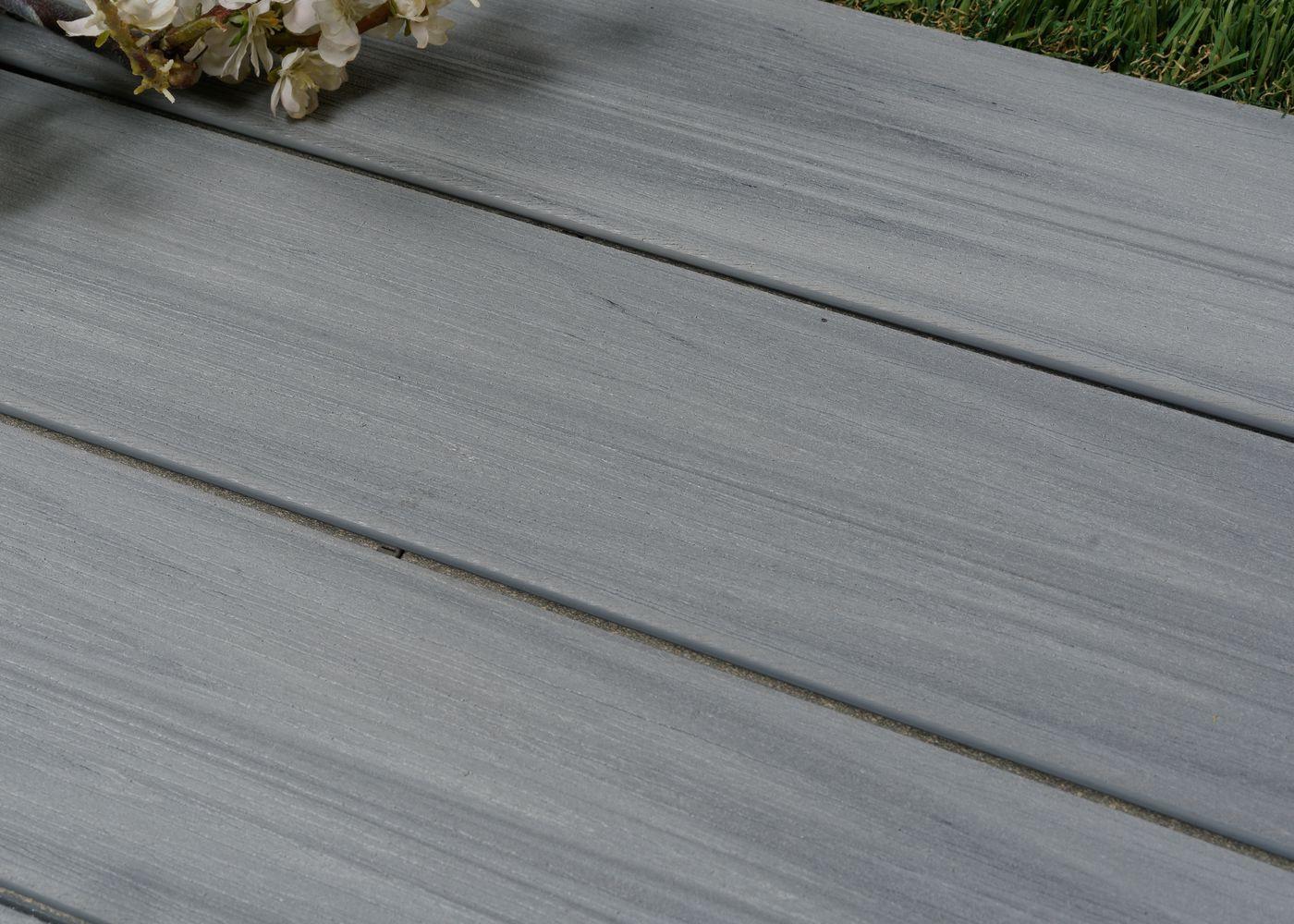 Lame de terrasse bois composite co-extrudé brossé PEFC Gris Ushuaia 23x138x4000
