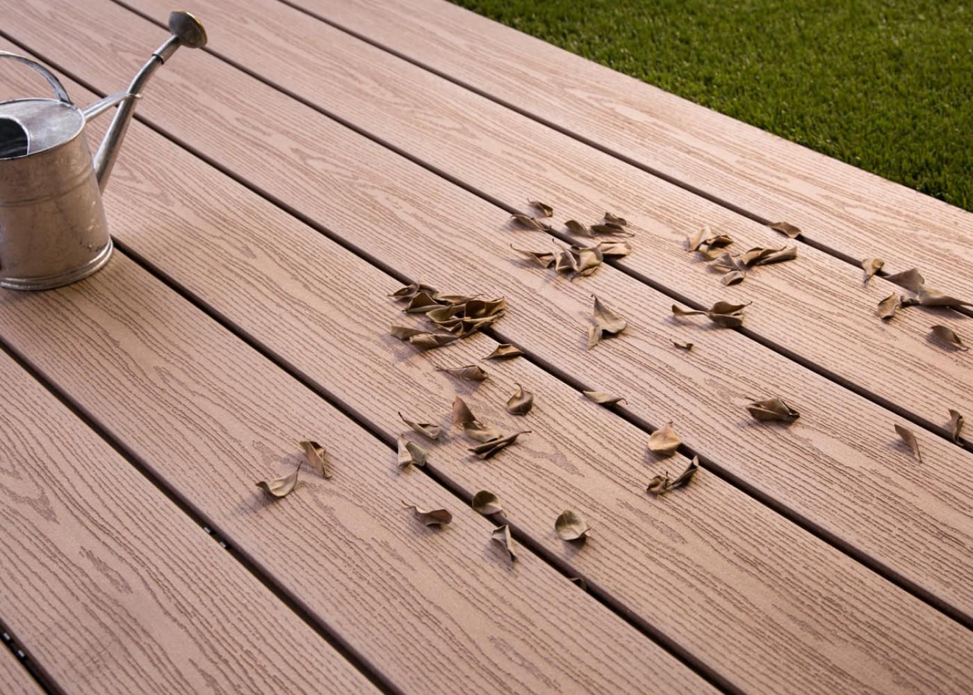 lame de terrasse en bois composite brun exotique profil. Black Bedroom Furniture Sets. Home Design Ideas