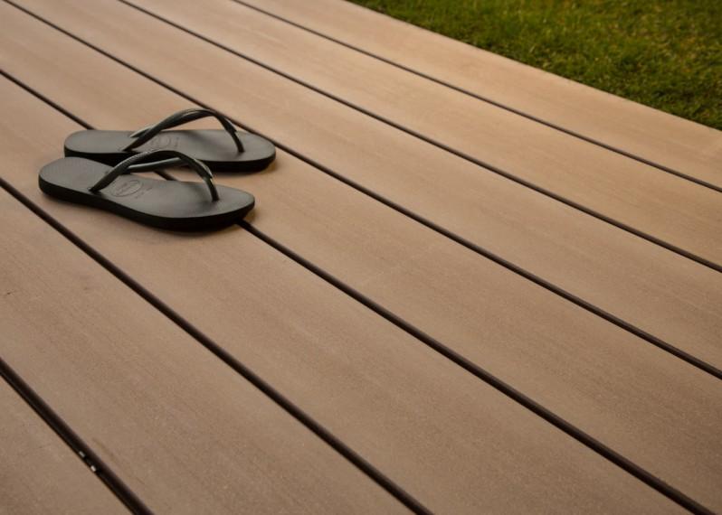 Bois Composite Teinte Brun Colorado Lisse Fixation Invisible lisse - 23x180x4000