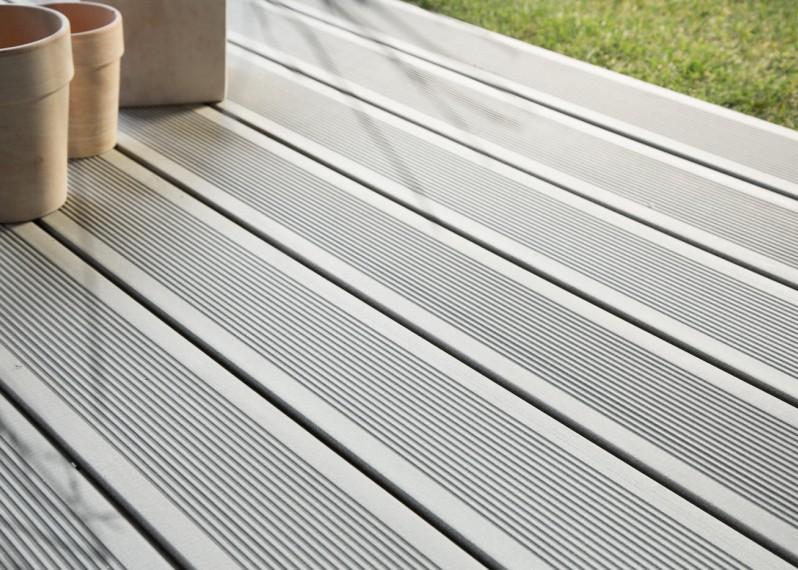 Lame de terrasse en bois composite, teinte gris iroise rainuré 23x180x4000