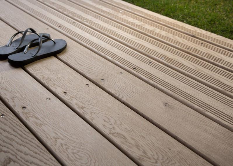 Lame Terrasse Chêne Massif Fixation Invisible ou à Visser 1 Face Lisse / 1 Face Antidérapante Profil Peigné - Ep:21mm