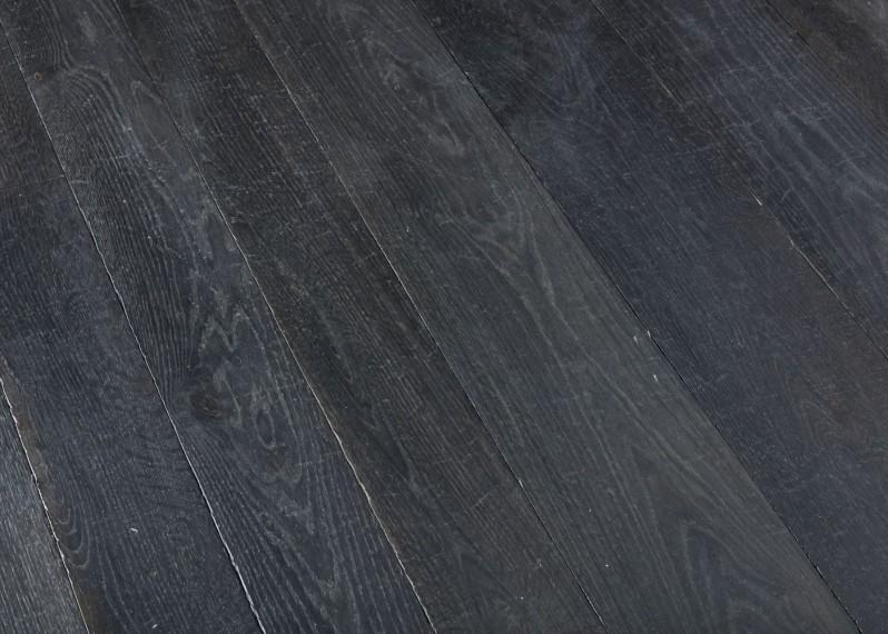 Lot 73 - Parquet chêne contrecollé vieilli noir profond aux accents grisés et mordorés - 55.34 m2