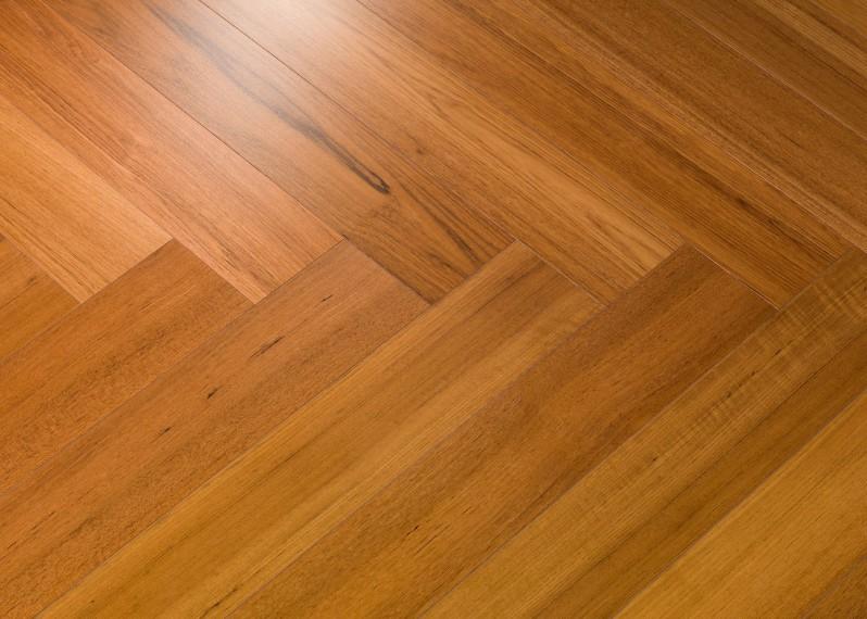 Sol plaqué bois chêne Teck  Bâton rompu vernis satiné - Twist - Select