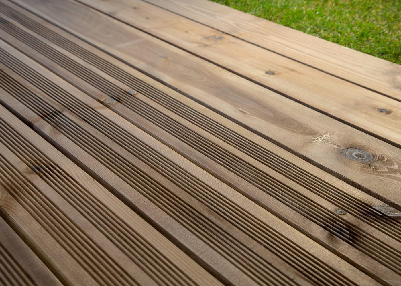Bois Européen Pin Sylvestre Choix Courant Traitement Autoclave Marron Fixation à Visser 1 Face Lisse 1 Face Antidérapante Profil Peigné