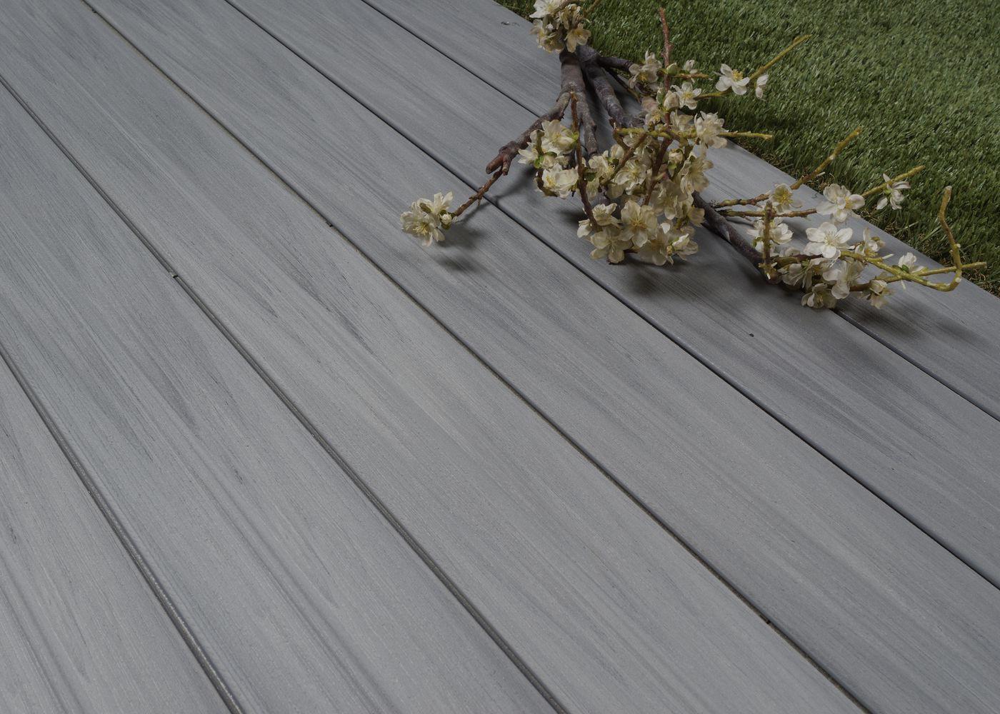 Lames De Terrasse Bois terrasse composite co-extrudé gris ushuaia