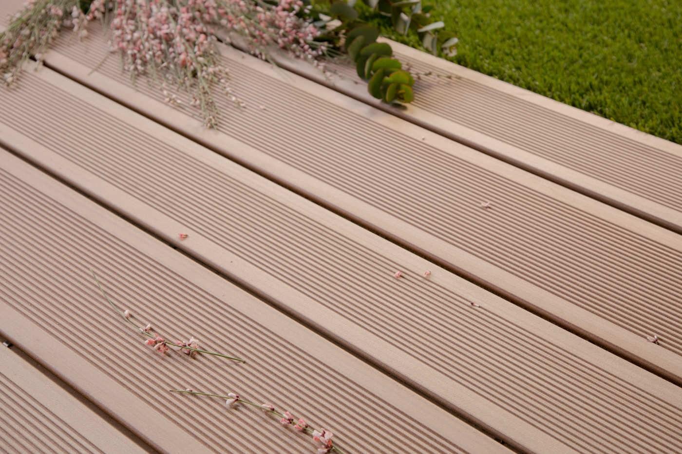 Lame De Terrasse En Bois Composite Brun Exotique Profil Lisse