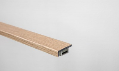 Profile d'extrémité pour vinyle rigide